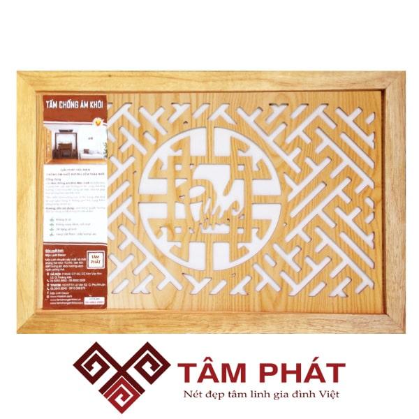 Thiết kế bàn thờ chung cư với tấm chống ám khói 41x61cm màu Vàng chữ Phúc đẹp nổi bật với vân gỗ tự nhiên, màu sắc sáng bóng