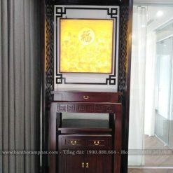 Bàn thờ kết hợp với vách ngăn và tranh trúc chỉ cho không gian thờ thự trang trọng