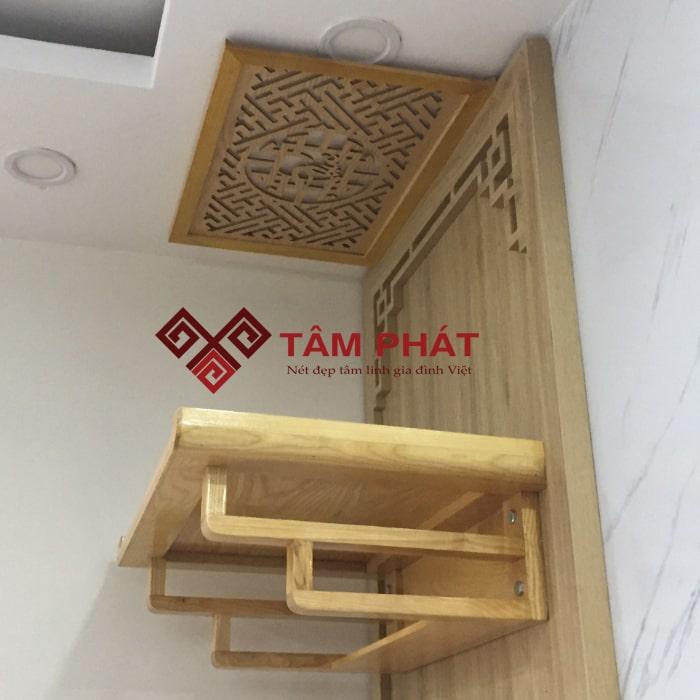 Quá trình lắp đặt bàn thờ treo tường hiện đại cần quan tâm đến chiều cao lý tưởng khi treo