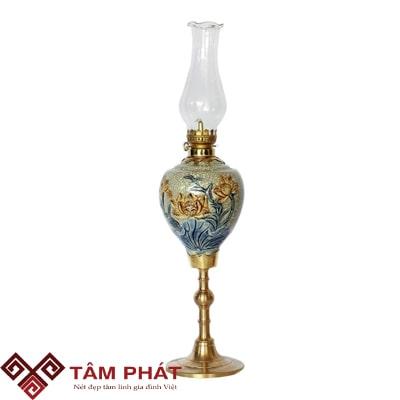 Cách bài trí bàn thờ với đèn thờ