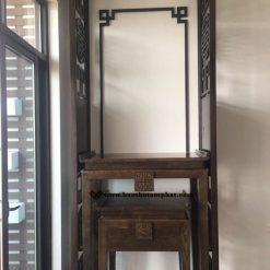 Bàn thờ kích thước 61x89 kết hợp với vách ngăn cho không gian nhỏ gọn
