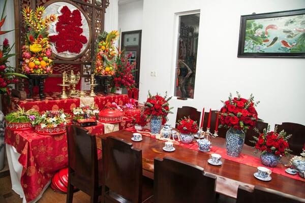 Bình hoa bàn thờ ngày cưới