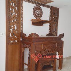 Có thể kết hợp thêm bàn thờ Phật treo tường ở phía trên