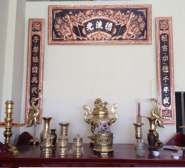 Cách treo hoành phi câu đối cho bàn thờ nhỏ