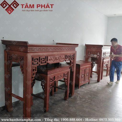 Phòng thờ sử dụng 2 bàn thờ Phật và thờ gia tiên