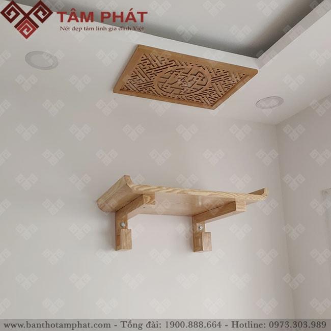 Bàn thờ treo tường làm bằng gỗ Sồi màu sáng