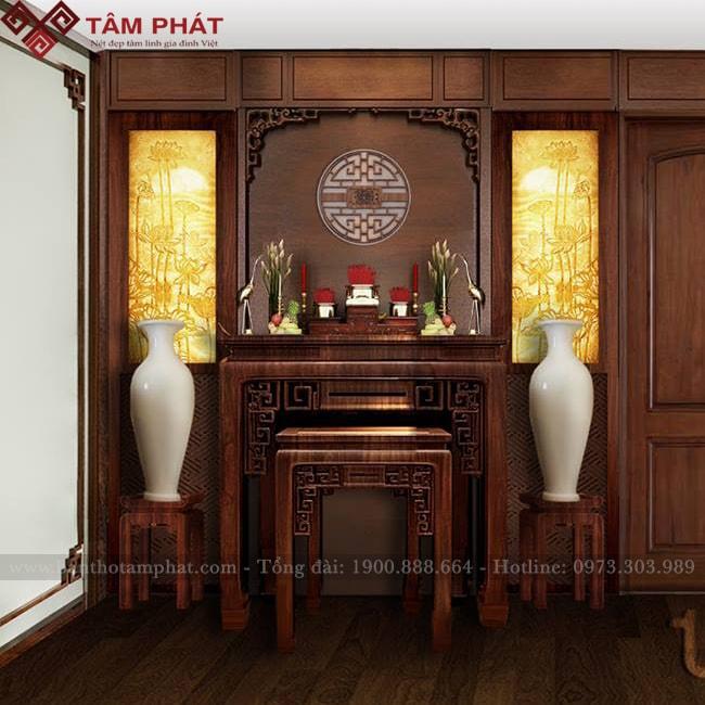 Bàn thờ kết hợp với các vật phẩm khác tạo nên sự trang nghiêm cho không gian thờ cúng