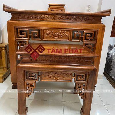 Bàn thờ sang trọng được làm từ gỗ gụ lâu năm