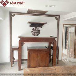 Bàn thờ Phật treo tường kết hợp với bàn thờ gia tiên ở dưới là sự kết hợp tinh tế