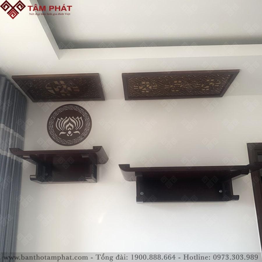 Kết hợp 2 bàn thờ treo tường thờ Phật và gia tiên, thần linh