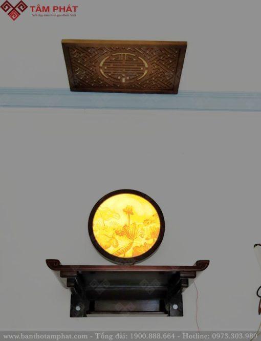 Trang thờ mẫu TT2041 được trang trí thêm trúc chỉ Sen