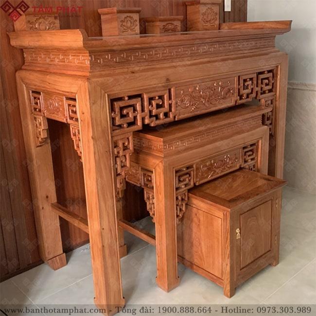 Bàn thờ gỗ Hương đá có độ mịn cao, vân dày đẹp