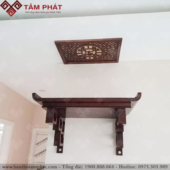 Bàn thờ treo gỗ Sồi được nhiều gia đình sử dụng